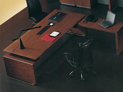 办公室办公桌要如何与办公环境搭配才能凸显安静